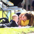 Jessica Alba joue avec sa fille Haven dans un parc de Los Angeles. Le 18 février 2012