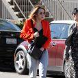 Miley Cyrus a opté pour un nouveau look très Beverly Hills dans les rues de Los Angeles, le 16 février 2012