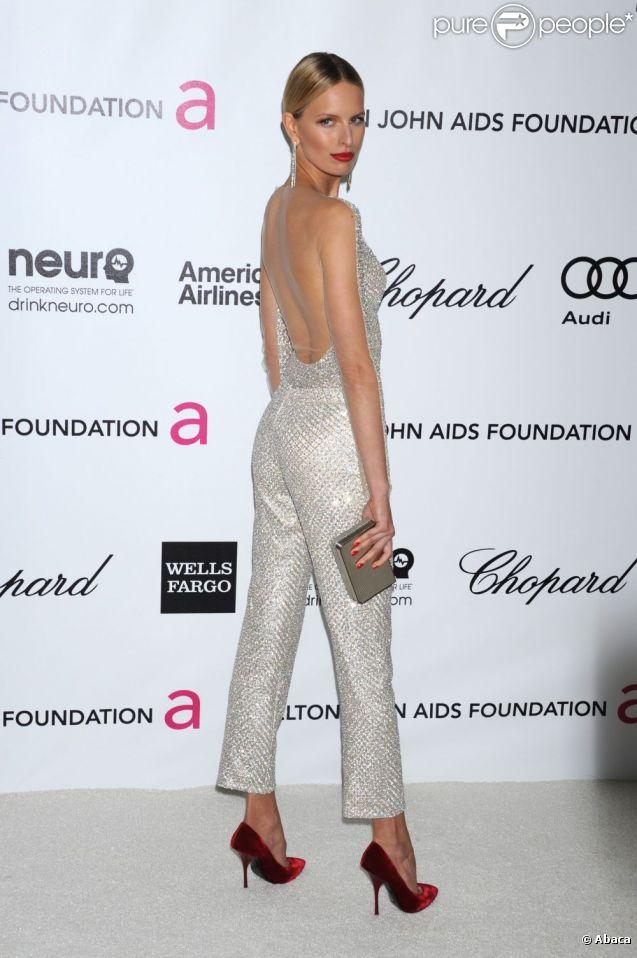 Karolina Kurkova, étincelante dans une combinaison à sequins lors de l'after-party des Oscars organisée par Elton John