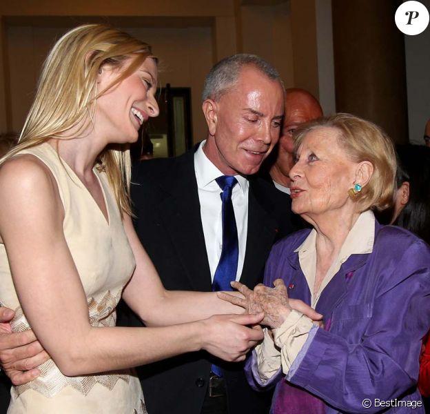 Michèle Morgan fête ses 92 ans et 75 ans de cinéma entourée de Sarah Marshall et Jean-Claude Jitrois, à la mairie de Puteaux, le 29 février 2012.