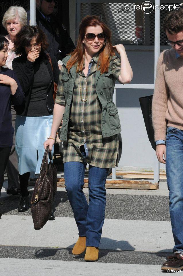 Alyson Hannigan, rayonnante sous le soleil de Beverly Hills avec un ventre toujours plus rond. Le 1er février 2012.