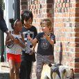 Shiloh, Zahara et Maddox, les enfants de Brad Pitt et Angelina Jolie, à la Nouvelle-Orléans le 7 mars 2012