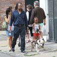 Shiloh, Zahara et Maddox, les enfants de Brad Pitt et Angelina Jolie,  avec leur nounou et garde du corps à la Nouvelle-Orléans le 7 mars 2012