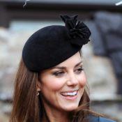 Kate Middleton, élégante, assiste à un défilé de mode avec la reine