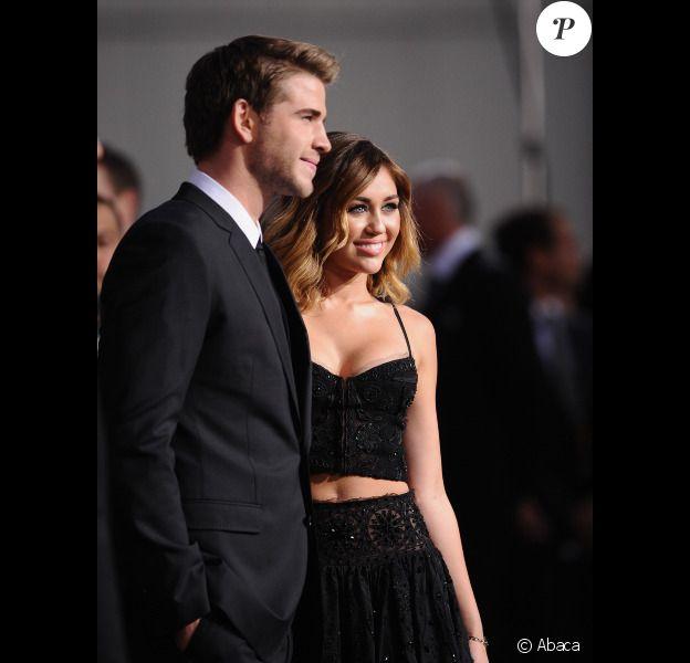 Miley Cyrus et Liam Hemsworth lors de l'avant-première du film Hunger Games le 12 mars 2012 au Nokia Theatre L.A Live de Los Angeles