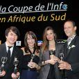 Céline Bosquet et les gagnants lors du dîner de gala de la Coupe de l'info jeudi 15 mars à L'Atelier Renault à Paris