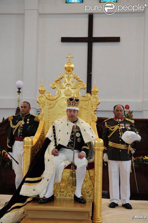 George Tupou V, roi du Tonga, lors de son couronnement en août 2008