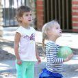 Honor et sa copine s'amusent dans le Coldwater Canyon Park. Beverly Hills, le 21 mars 2012.
