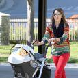Jessica Alba s'est rendu au Coldwater Canyon Park avec ses deux filles Honor et Haven pour une après-midi entre filles. Beverly Hills, le 21 mars 2012.