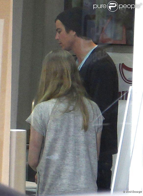 Amanda Seyfried et Josh Hartnett se sont rendus dans un magasin d'encadrement, à Beverly Hills, le 23 mars 2012