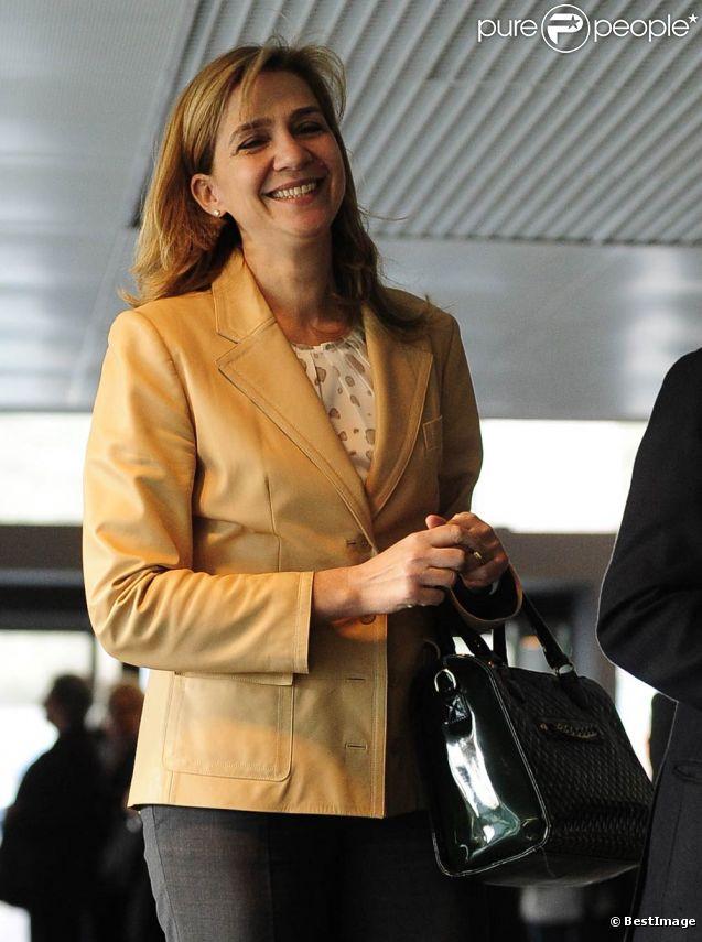 L'infante Cristina d'Espagne à Barcelone le 27 mars 2012 pour l'inauguration d'une exposition de la Fondation La Caixa dont elle est la marraine. Sa première apparition officielle depuis des mois en raison du scandale Noos...