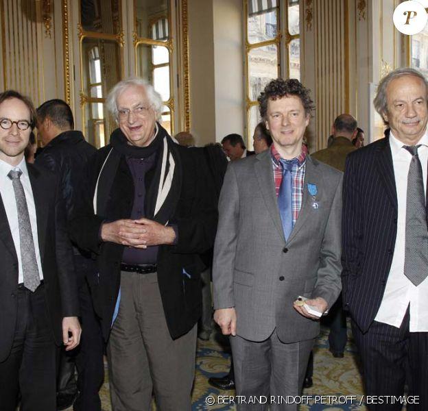 Michel Gondry entouré de Bertrand Tavernier et Patrick Chesnais au ministère de la Culture à Paris, le 28 mars 2012.