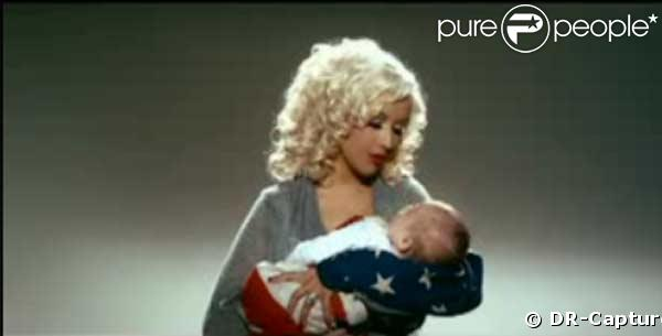 Christina Aguilera appelle au vote avec son bébé !