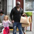 Seal avec ses enfants à Los Angeles, le 30 mars 2012.