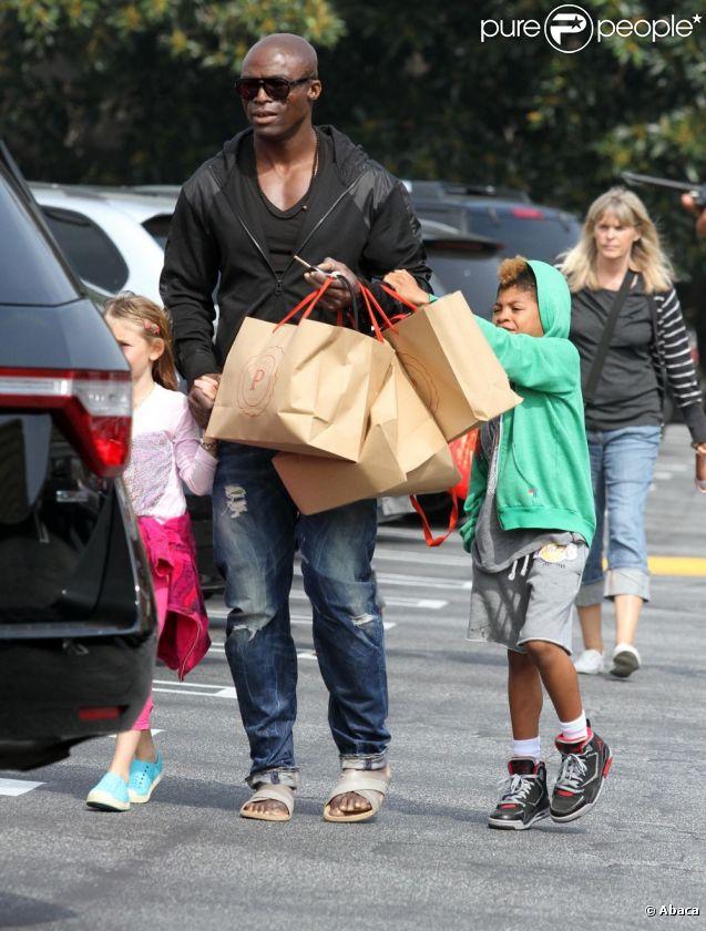 Seal emmène ses enfants pour une séance shopping. Los Angeles, le 30 mars 2012.