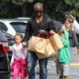En pleine procédure de divorce, Seal profite de ses enfants seul. Los Angeles, le 30 mars 2012.