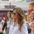 Jennifer Lopez visite la maison du lapin Bunny avec ses enfants et son petit ami Casper Smart à Los Angeles le 5 avril 2012