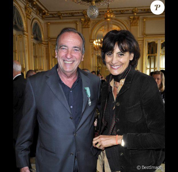 Yves Lecoq et Inès de la Fressange lors de la cérémonie de remise de décorations au ministère de la culture, le 4 avril 2012 à Paris