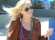 Reese Witherspoon, enceinte, continue de jouer avec ses nouvelles formes