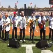 Les Beach Boys réunis : coup d'envoi de leur 50e anniversaire chez les Dodgers