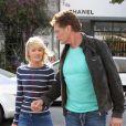 David Hasselhoff et sa chérie Hayley Roberts font du shopping à Los Angeles le 11 avril 2012