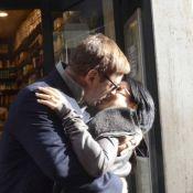 Alec Baldwin : Baiser fougueux avec sa douce Hilaria dans les rues de Rome