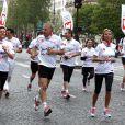 Patrick Poivre-d'Arvor et Sylvie Tellier lors des Kilomètres du Coeur, en plein Marathon de Paris le 15 avril 2012