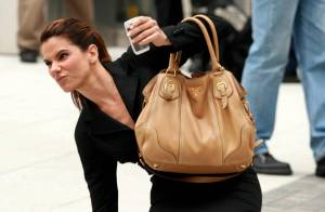 PHOTOS : Quand Sandra Bullock tombe en plein New York !