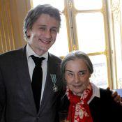 Stanislas Merhar épinglé devant sa mère, Elodie Frégé et Jean-Paul Belmondo
