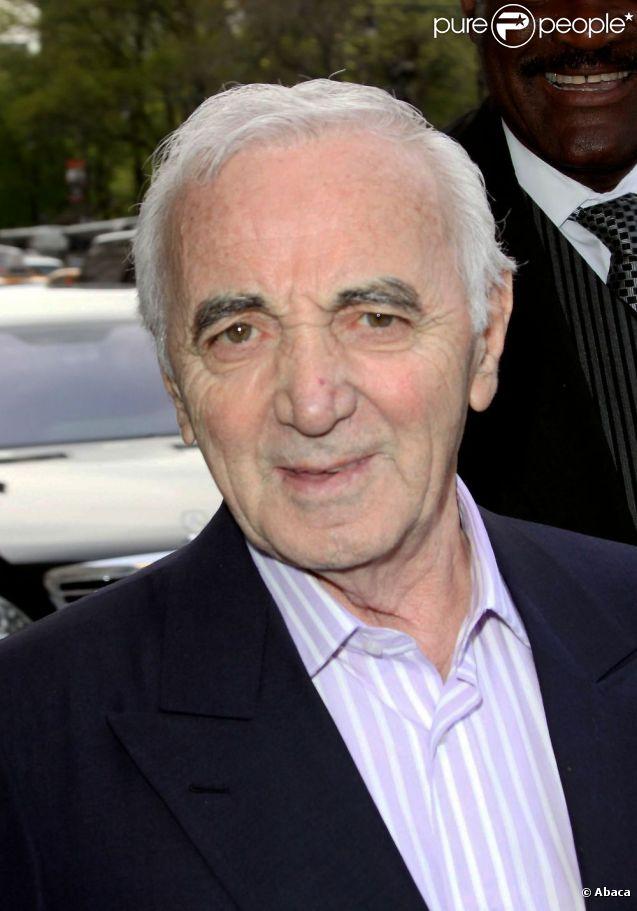Charles Aznavour à New York en 2009 pour plusieurs concerts. En 2012, alors qu'il devait faire son retour en Amérique du Nord, ses trois dates à Big Apple ont été annulées sans explication.