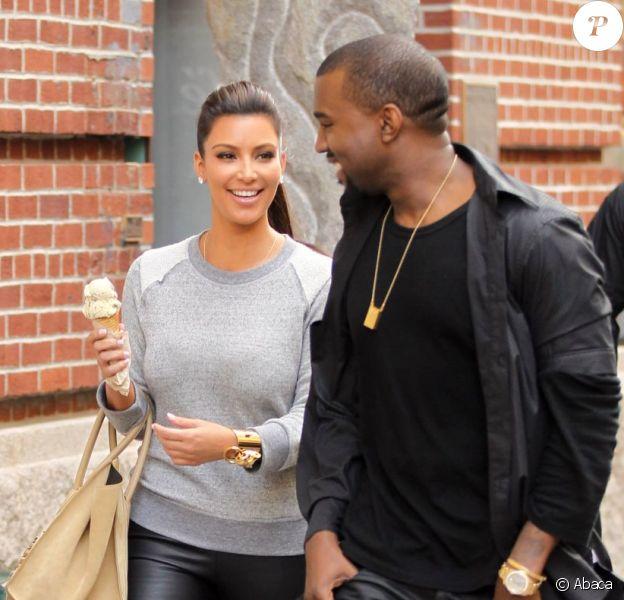 Complices, Kim Kardashian et Kanye West dans les rues de New York le 21 avril 2012