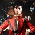 Le blouson de Michael Jackson dans  Thriller  a été vendu 1,8 million de dollars par Julien's Auctions, à Los Angeles, le 26 juin 2011.