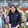 Kate Middleton à Victoria Barracks, Windor, le 25 juin 2011.   Catherine, duchesse de Cambridge (Kate Middleton), devenue de manière fulgurante une icône de style depuis son entrée dans la famille royale, s'en est souvent remise au bleu, une couleur qu'elle affectionne, pour des occasions spéciales.