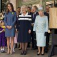 Kate Middleton avec la reine Elizabeth II et Camilla Parker Bowles chez Fotnum and Masons à Piccadilly, le 1er mars 2012.   Catherine, duchesse de Cambridge (Kate Middleton), devenue de manière fulgurante une icône de style depuis son entrée dans la famille royale, s'en est souvent remise au bleu, une couleur qu'elle affectionne, pour des occasions spéciales.