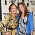 Cindy Crawford et Vanessa Williams, deux quadras au top pour assister aux Satellite Awards for Outstanding Achievement 2012. West Hollywood, le 2 mai 2012.