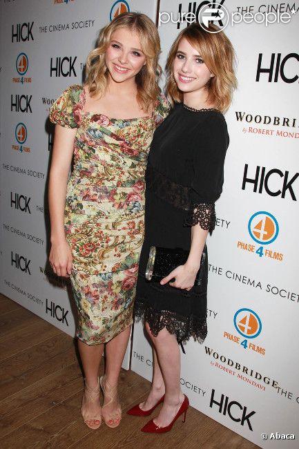 Chloë Moretz en robe Dolce & Gabbana et Emma Roberts habillée par Valentino lors de l'avant-première du film Hick à New York le 3 mai 2012