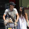 Vanessa Hudgens et son chéri Austin Butler font leurs courses à Los Angeles le 7 mai 2012