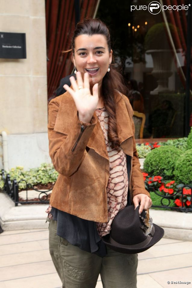 Cote De Pablo Is Pregnant http://www.purepeople.com/media/_m846361