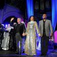 Le compositeur Alan Menken et son interprète principale Kania au showcase de la comédie musicale  Sister Act  à l'église américaine de Paris, le 9 mai 2012.