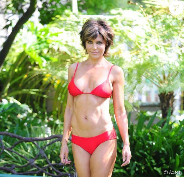 Lisa Rinna, 48 ans, exhibe sa plastique sexy pour la promotion de son livre. Beverly Hills, le 15 mai 2012.