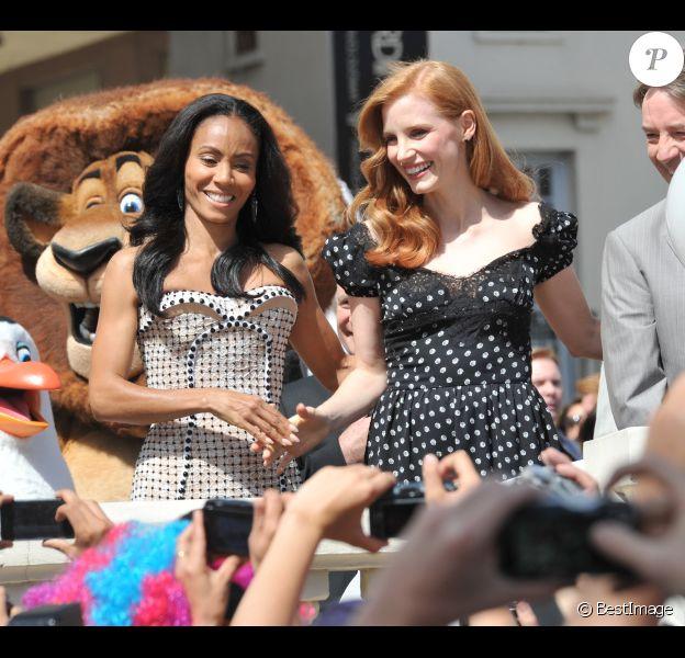 Jada Pinkett Smith et Jessica Chastain lors du photocall de Madagascar 3 : Bons baisers d'Europe, au Festival de Cannes le 17 mai 2012.