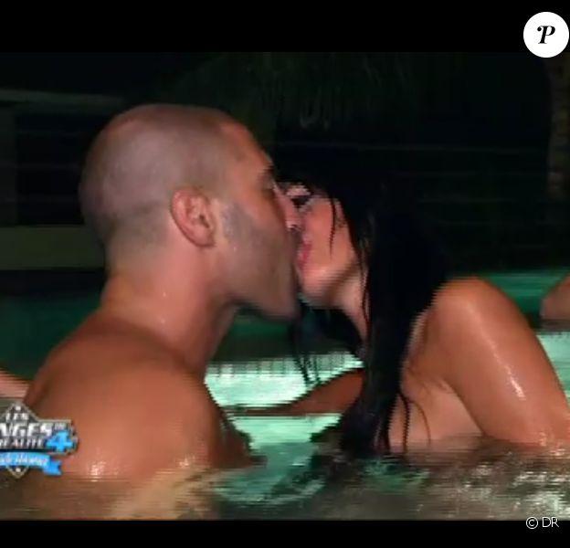 Sofiane et Nabilla torrides dans le jacuzzi dans Les Anges de la télé-réalité 4 le vendredi 18 mai 2012 sur NRJ 12