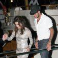 Eva Longoria et Eduardo Cruz quittent le yacht de Denish Rich où avait lieu la Sphère Party, soirée de charité de la Eva Longoria Foundation. Cannes, le 18 mai 2012.