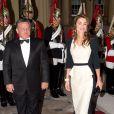 Abdullah II et Rania de Jordanie arrivent à Buckingham. Le prince Charles et Camilla Parker Bowles donnaient le 18 mai 2012 à Buckingham Palace un dîner pour de nombreux royaux étrangers, invités en l'honneur du jubilé de diamant de la reine Elizabeth II. Les convives avaient plus tôt dans la journée déjeuné avec la monarque au château de Windsor.