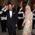 Le sultan de Brunei et sa femme. Le prince Charles et Camilla Parker Bowles donnaient le 18 mai 2012 à Buckingham Palace un dîner pour de nombreux royaux étrangers, invités en l'honneur du jubilé de diamant de la reine Elizabeth II. Les convives avaient plus tôt dans la journée déjeuné avec la monarque au château de Windsor.