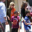 Heidi Klum emmène ses quatre enfants à leur cours de karaté à Brentwood, Los Angeles le 19 mai 2012