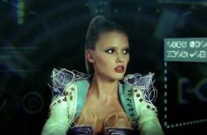 Lara Stone, sublime créature intergalactique dans le clip déjanté de Hot Chip