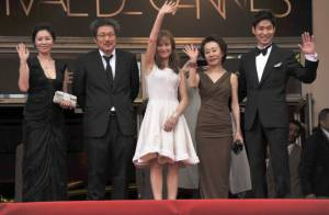 Cannes 2012 : Isabelle Huppert, radieuse et guillerette malgré la pluie