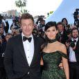 Alec baldwin et sa fiancée Hilaria Thomas lors de la montée des marches du Palais des Festivals, pour le film Cogan - La Mot en Douce, à Cannes le 22 mai 2012