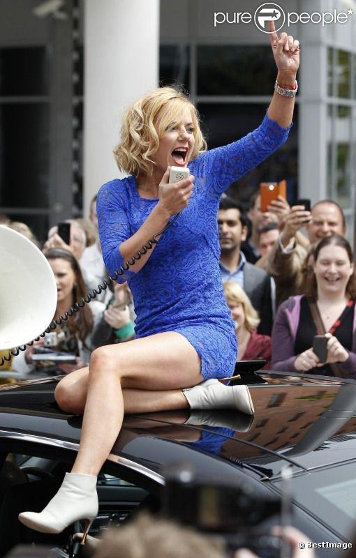 Surexcitée, Geri Halliwell arrive à la première audition de la neuvième saison de l'émission  X Factor , à Liverpool le 23 mai 2012.